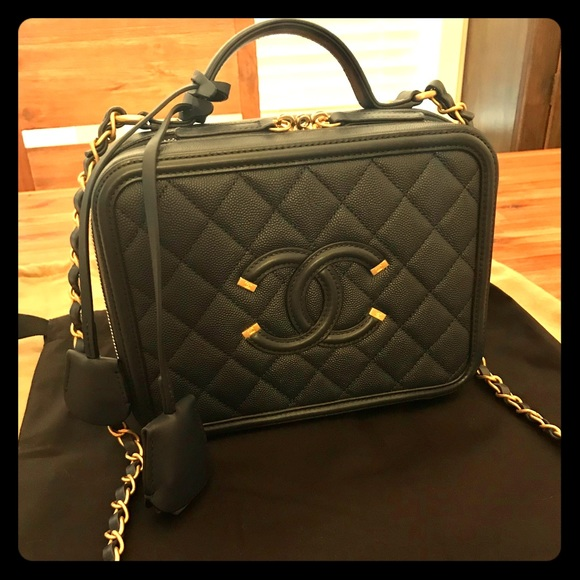 51561622f6fd 2018 Chanel CC Filigree Vanity Case